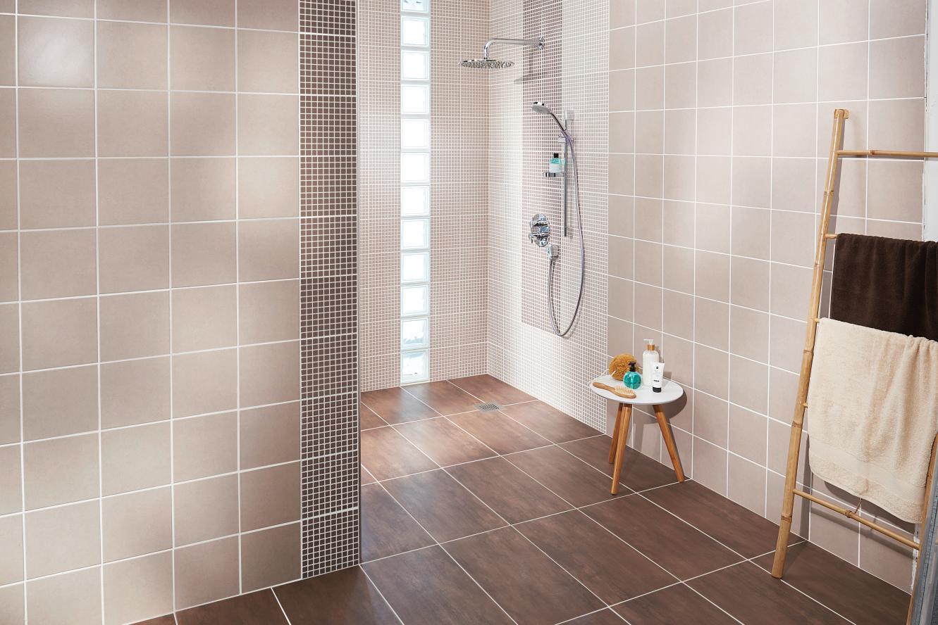 comment poser un carrelage mural dans une salle de bains. Black Bedroom Furniture Sets. Home Design Ideas